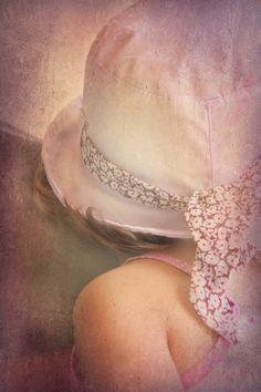 Una ciocca di capelli biondi.... by Romina Dughero