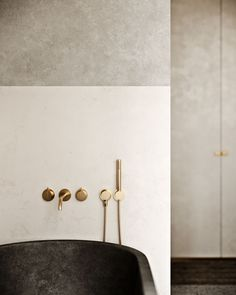 If you have a small bathroom in your home, don't be confuse to change to make it look larger. Not only small bathroom, but also the largest bathrooms have their problems and design flaws. Modern Bathroom Design, Contemporary Bathrooms, Bathroom Interior Design, Home Interior, Bathroom Designs, Bathroom Ideas, Bathroom Trends, Interior Livingroom, Bathroom Inspo