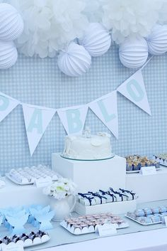 decoración bautizo niño azul y blanco