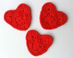 Gehäkelte Herzen-Streudeko, Applikation, Anhänger von kreativhäkelshop auf DaWanda.com Valentinstag