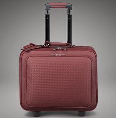 Discover the world of Bottega Veneta®. Discretion dda10158e2b6c