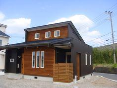 森の温かみたっぷりの自然素材デザイン住宅 | アドホーム Japan Architecture, Architecture Design, Exterior House Colors, Exterior Design, Ad Home, Interesting Buildings, Japanese House, Tiny House, House Design