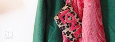 Bolso Love, fular de lana y abrigo de solapas cruzadas de #23CB en Lagasca 83