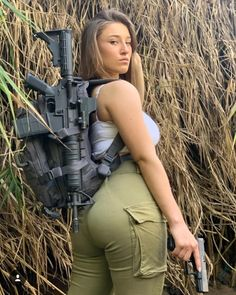 Army Girl Has a Strong Body - Girlnesia Idf Women, Military Women, Mädchen In Uniform, Great Beards, Military Girl, Female Soldier, Army Soldier, Warrior Girl, Girls Uniforms