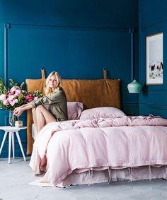 tikkurila blues sininen tumma denim seinä maali maalaus unelmamakuuhuone viileä moderni skandinaavinen   talokahdelle.tumblr.com