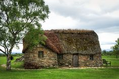 The only surviving building after the Battle of Culloden was the Old Leanach Cottage which was inhabited until 1912 & then preserved by the Gaelic Society of Inverness. The Cottage is now kept by the National Trust for Scotland, as is the Moor, & it's been refurbished to look like it would've done in the 18th century. There were surrounding barns but they were burnt down when Gov't redcoats found 30 wounded Jacobites seeking refuge in them. They barricaded the barn & burnt the Jacobites…