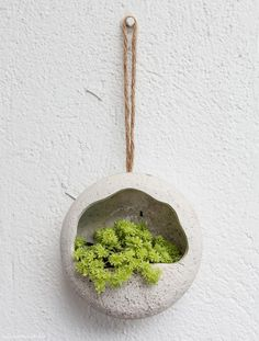 Society Of Arts And Crafts Refferal: 4144450242 Cement Art, Concrete Pots, Concrete Crafts, Concrete Projects, Concrete Planters, Ceramic Planters, Diy Hanging Planter, Papercrete, Deco Nature