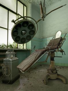 Medical suite equipment left behind in an abandoned asylum.(Photo:Forgotten Heritage Photography)