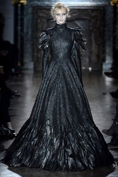 Gareth Pugh Fall 2013 Ready-to-Wear Fashion Show - Julia Nobis (Viva) Couture Mode, Style Couture, Couture Fashion, Runway Fashion, Gareth Pugh, Dark Fashion, Gothic Fashion, High Fashion, Fashion Show