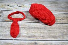 szydełkowa czapka kaszkiet i krawat do sesji foto