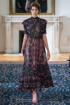 Valentino Spring 2017 Ready-to-Wear Fashion Show - Lida Freu