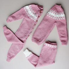 Takket være snille @lehamolde er jentene klar for barnehage start #snøløvgenser #snøløvdress #snøløvbukse #strik #strikking #knit…