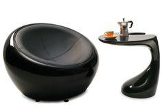 """Oryginalny fotel w kształcie kuli .Niezwykle wygodny , ergonomiczny , wysokiej jakosci korpus z włókna szklanego w połączeniu ze skóra napolońską tworzy imponujący mebel w stylu """"retro-future ."""" Idealne połączenie rzeźby i nowoczesnych mebli wypoczynkowych.  http://shop.4interiors.pl/pl/p/Fotel-Lounge-Ball-czarny/602"""