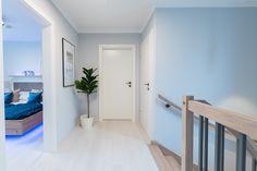 Heller Flur im OG im Trend 146 W Trends, Room, Furniture, Beautiful, Home Decor, Blue Lagoon, Bedroom, Rooms, Interior Design