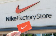 33 Insanely Smart Nike Factory Store Hacks - The Krazy Coupon Lady Nike Gift Card, Nike Gifts, Gift Cards, Christmas To Do List, Dollar Store Christmas, Christmas Diy, Family Christmas, Nike Shopping, Shopping Deals