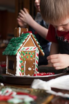World's easiest 5-step gingerbread house how-to. Perfect for kids after school, or visiting nieces and nephews.