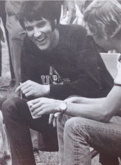 Look at this totally cute photo of Elvis I found! I'm guessing it's from 1970 :D
