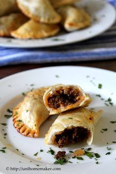 - Rindfleisch Empanadas mit Oliven und Rosinen Beef Empanadas with Olives and Raisins Crab Dip Recipes, Beef Recipes, Snack Recipes, Cooking Recipes, What's Cooking, Beef Empanadas, Empanadas Recipe, Burritos, Breakfast