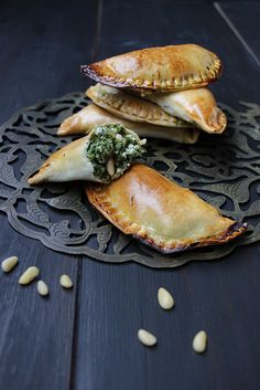 Fatayer / chaussons fourrés épinards/oseille et Brousse/Feta #fatayer #chaussonssalés #Brousse #Feta #épinards #oseille #cuisineorientale #cuisine libanaise #cuisinesyrienne