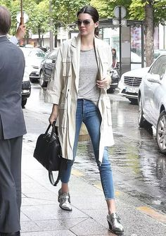 Look despojado com um sapato super cool <3 Trend: Metalic
