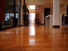 suelo de bambú barnizado