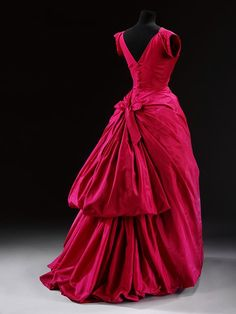 Cristobal Balengiaga, Evening dress - Victoria & Albert Museum. 1953-4. Fabulous pink silk taffeta gown with the most amazing boned and padded foundation to keep the flounces of the skirt in place.
