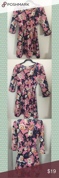 🌸Lovely Summer Floral Dress 🌸 I have this very lovely summer dress by Everly  Size : Medium  🌸 Fast Shipping 🌸 Smoke Free Pet Free Home Everly Dresses Midi