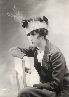 1913 - 1915 Women's Hats