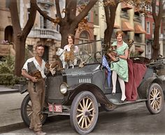 Shorpy Historical Photo Archive :: The Gas Menagerie (Colorized): 1927
