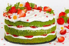 Шпинатный торт с клубникой