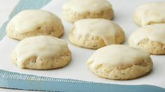 We can't get enough of these citrus-kissed Christmas cookies! Inspired by our beloved Easy Italian Christmas Cookies, we added ricotta cheese, fresh orange and crunchy poppy seed to Pillsbury™ sugar cookie dough for this flavorful twist on a classic. Sugar Cookie Dough, Sugar Cookies, Xmas Cookies, Almond Cookies, Italian Christmas Cookies, Christmas Recipes, Italian Cookies, Christmas Cooking, Mocha