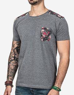 detalhes da estamba>>> preto camisa>>>cinza ou branca escrito do lado e simbolo no bolso