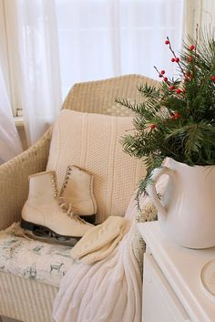 Inspiration Lane, (via Holidays / beautiful winter vignette…)