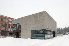 Gebäudehülle und Fensterflächen im geometrischen Wechselspiel.</br>Foto © aqui architektur fotografie, Stuttgart