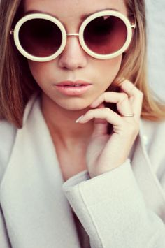 Complete your look – and be just like an off-duty model – with these summer accessories to complete your style. Ray Ban Sunglasses Sale, Summer Sunglasses, Retro Sunglasses, Round Sunglasses, White Sunglasses, Sunglasses Outlet, Sunglasses Online, 70s Glasses, Cool Glasses