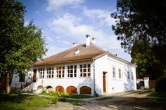 Former Saxon Parish House now turned into a guesthouse Holiday Destinations, Romania, Relax, Mansions, Architecture, House Styles, Places, Interior, Pictures