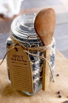 Spicy Black Bean Soup In a Jar - Wholefully Jar Food Gifts, Food Jar, Dry Soup Mix, Soup Mixes, Mason Jar Mixes, Mason Jars, Homemade Soup, Homemade Gifts, Soup In A Jar