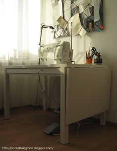 My DIY sewing machine table Old Sewing Tables, Sewing Desk, Diy Sewing Table, Sewing Machine Tables, Sewing Spaces, Sewing Rooms, Sewing Machines, Sewing Room Furniture, Diy Furniture
