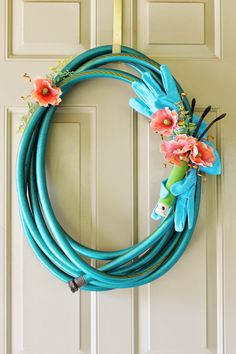 Usually you would think a garden hose wreath would be displayed mainly in the Spring but where I live in Alabama, I have to get out. Wreath Crafts, Diy Wreath, Wreath Ideas, Mesh Wreaths, Burlap Wreath, Garden Hose Wreath, Umbrella Wreath, Seashell Wreath, Summer Wreath