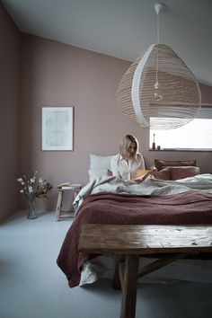 Boho chic decor for the lovers of bold bedroom decor ideas and inspirations! Gra… Boho chic decor for the lovers of bold bedroom decor ideas and inspirations! Earthy Home Decor, Elegant Home Decor, Elegant Homes, Earthy Bedroom, Cozy Bedroom, Home Decor Bedroom, Warm Bedroom Colors, Scandinavian Style Bedroom, Scandinavian Home