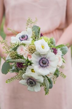 LOVE this simple yet gorgeous bouquet filled with wildflowers.