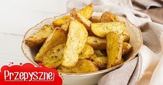 When done right, potatoes are the single most delicious food on the planet. These hints, tips and cheats will make peeling, preparing and cooking potatoes a whole lot easier – and a whole lot tastier. Cute Potato, Snack Recipes, Snacks, How To Cook Potatoes, Potato Dishes, Side Salad, Meal Prep, Fries, Side Dishes