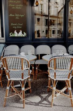 10 Places to Eat in Paris - Every time I visit Paris, I try out new resturants and return to a few classic favourites. There are so many different places to eat throughout the city, my list of recommendations is really never end Restaurants In Paris, French Cafe, French Bistro, French Country, Parisian Cafe, Parisian Style, Parisian Room, Parisian Kitchen, Cafeteria Paris