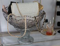 Punch bowl for handbag display Craft Fair Displays, Display Ideas, Handbag Display, Boutique Decor, Accessories Display, Vintage Display, Trash To Treasure, Career Goals, Yard Sale