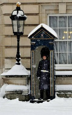 London Snow - Guard - Winter
