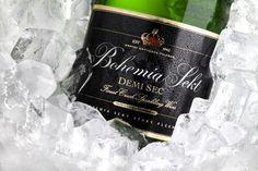 Premium Demi Sec er en yderst frisk og dejlig mousserende vin der er skabt af kærlighed. - besøg Tjekvin.dk -