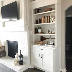 farmhouse styled shelf, farmhouse living room, shiplap fireplace Cottage Style, Farmhouse Style, Farmhouse Decor, Shiplap Fireplace, Flea Market Style, Trends, Home Reno, Decorating Blogs, Fixer Upper