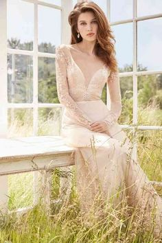 These long sleeved wedding dresses are perfect for autumn and winter wedding,Picture a stunning bride, gorgeous white gown with a stunning sleeves Lazaro Bridal, Bridal Gowns, Wedding Gowns, Wedding Girl, 2017 Bridal, 1920s Wedding, Boho Wedding, Pretty Wedding Dresses, Wedding Dress Pictures