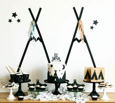 "How to Create a Dessert Table from A Modern ""Be Brave"" Birthday Party Styled by Mint Event Design Cadeau Baby Shower, Idee Baby Shower, Baby Shower Deco, Baby Shower Balloons, Baby Showers, Twin Birthday Parties, Boy First Birthday, Birthday Ideas, Ideas Party"