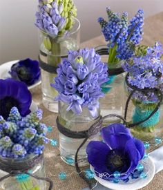 Table Arrangements, Flower Arrangements, Flower Decorations, Table Decorations, Blue Garden, Spring Festival, Jar Crafts, Candle Making, Wedding Centerpieces